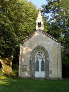 la chapelle dans la verdure