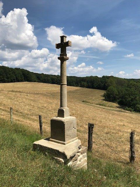 La croix en bas